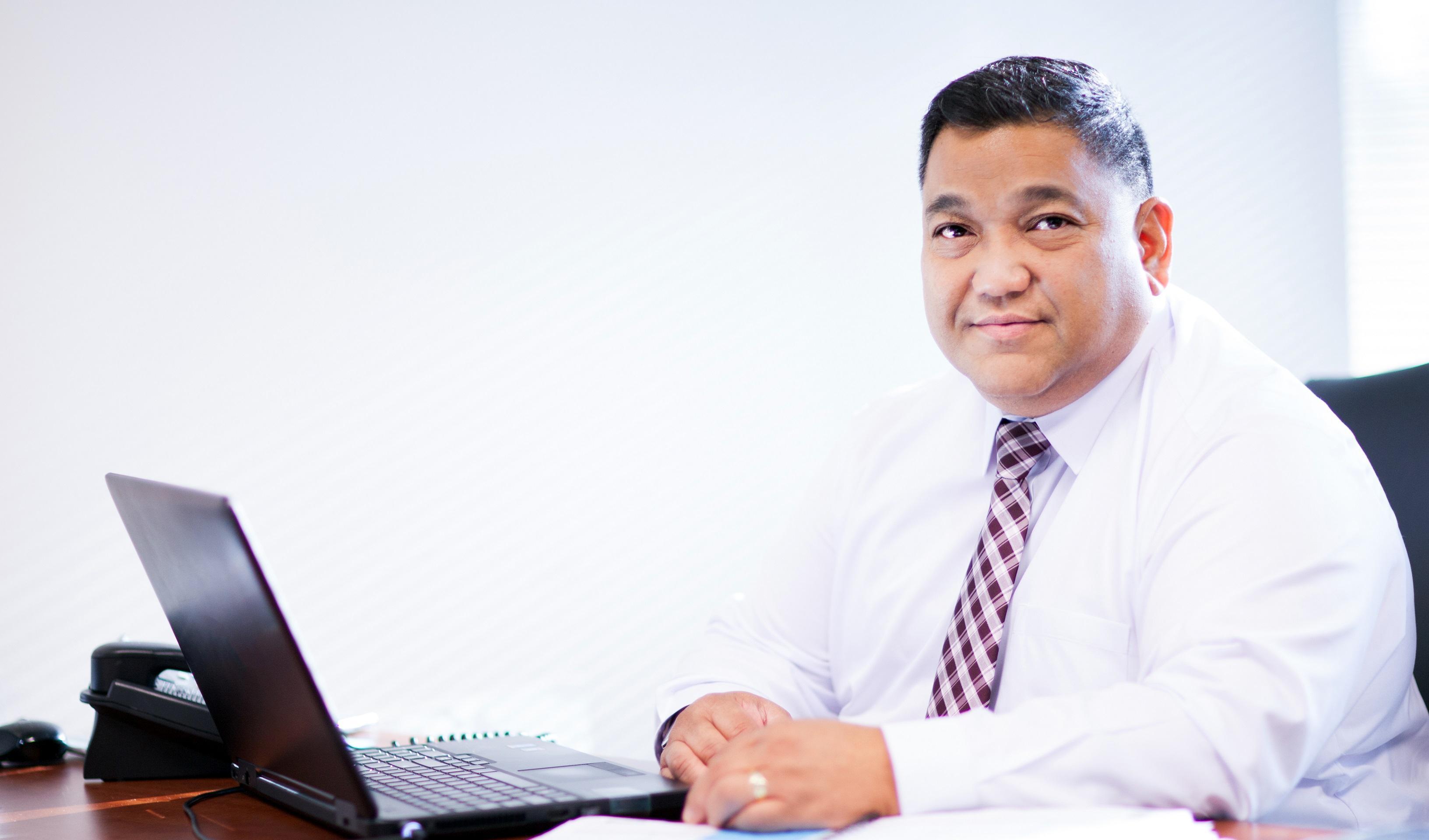 DOMINGO COMANDANTE  New York Life Associate Partner